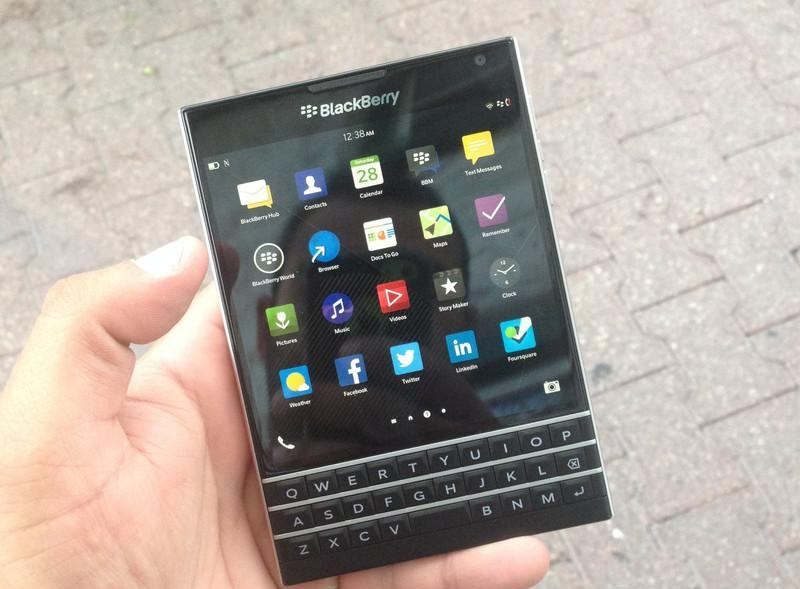 BlackBerry Passport - Omega Gadget 10