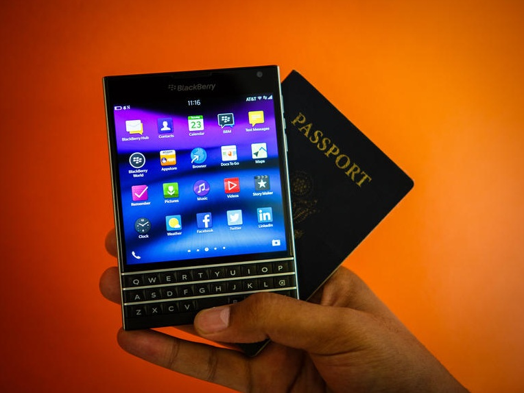 BlackBerry Passport - Omega Gadget 11