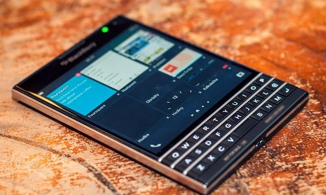 BlackBerry Passport - Omega Gadget 9