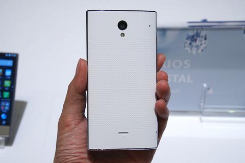 Softbank 305SH Sharp Aquos Crystal - Omega Gadget 9