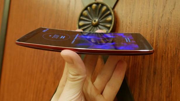 LG G Flex 2 - Omega Gadget 6